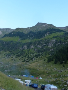 Masses of people camping along the road below the not-as-remote-as-it-seems grazing area on the Transfăgărășan.